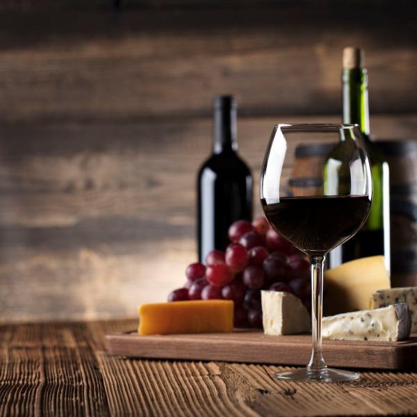 Bio Wein mit nachhaltigem öko Käse