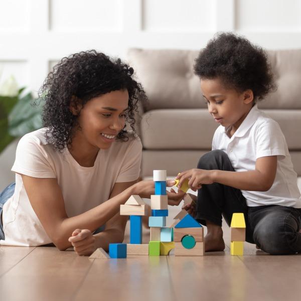 Slider Mutter mit Kind Kind mit schönem hochwertigem Holzspielzeug